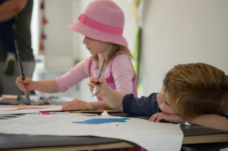 KC De Kolk. 2 sept. 2017 vliegers schilderen door kinderen t.g.v. 10 jarig bestaan.